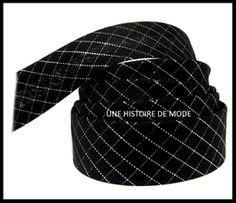 biais noir à carreaux - UNE HISTOIRE DE MODE Couture, Baseball Hats, Fashion, Grosgrain, Haberdashery, Tile, Outfit, Black People, Ribbons