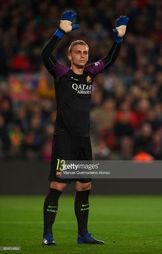 Jasper Cillessen of Barcelona reacts during the Copa del Rey semi-final second leg match between FC Barcelona and Atletico de Madrid at Camp Nou on February 7, 2017 in Barcelona, Spain.