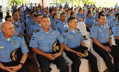 Honduras: Comisión suspende retiro de oficiales de la Policía Nacional La Comisión de Reestructuración y Reforma de la Secretaría de Seguridad y la Policía Nacional y el alto mando de la Secretaría, suspendieron ayer el proceso de retiro voluntario de un total de 35 elementos de las promociones de la quinta a la novena, para realizar una investigación y después dejarlos ir.