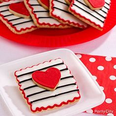 Make his heart go pitter-patter with patterned 3D cookies. Stripes and polka-dots – a pattern match made in heaven!