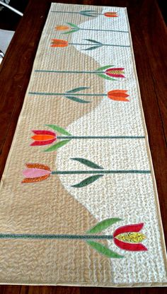 Patchwork Table Runner, Table Runner And Placemats, Table Runner Pattern, Quilted Table Runners, Mini Quilts, Small Quilts, Applique Patterns, Applique Quilts, Quilt Patterns