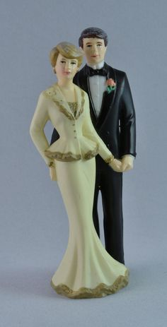 Lovely Vintage Bride and Groom Plastic Cake Topper Formal Elegant Modern Rose Cream Antique White Ivory Black Gray Collectible