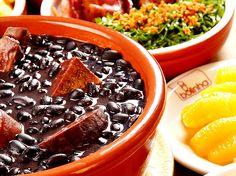 Uma das coisas mais apreciadas pelos turistas, além das belezas naturais, é o sabor da comida brasileira. São os pratos nacionais que também fazem falta aos brasileiros quando estão em viagem ou morando fora do País.
