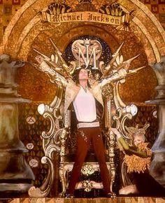 Michael Jackson Hologram Performance At Billboard Music Awards 2014 - BBMAs 2014 (Reaction). Michael Jackson Tribute At Billboard Music Awards 2014 with a ho. Michael Jackson Hologram, Michael Jackson Live, Paris Jackson, Lisa Marie Presley, Shakira, Elvis Presley, Pitbull, Billboard Music Awards 2014, Hologram Video
