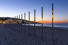 The Quarter Mile Arc art installation of almost 250 mirrored poles were installed on California's Laguna Beach coast, reflecting the Pacific Ocean Landscape And Urbanism, Landscape Art, Laguna Beach, Urban Intervention, Colossal Art, Mirror Art, Installation Art, Art Installations, Outdoor Art