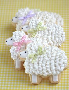 Really adorable Easter Lambie Cookies... perfect for Easter or a baby shower. Love these! Thank you sweetopia.net