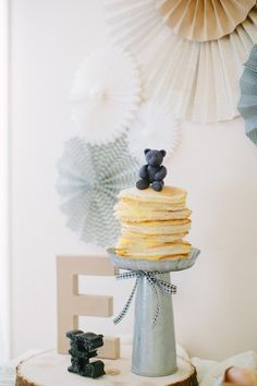 A chic yet playful teddy bear party celebration a little girl's first birthday party by Jenny Haas featured on The Sweetest Occasion Bear Birthday, Girl First Birthday, Birthday Bash, First Birthday Parties, First Birthdays, Baby Shower Host, Baby Showers, Teddy Bear Party, Little Elephant