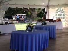 Low centerpieces of blue hydrangeas and white roses, the island house