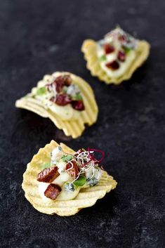 Rustica san carlo con bacon e roquefort - Best finger food list Healthy Appetizers, Appetizers For Party, Appetizer Recipes, Happy Hour, Lunch Catering, Peach Syrup, Le Diner, Party Snacks, Food Lists