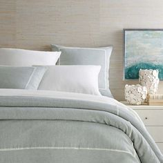 A single ivory pleat stands out against a shadowy sky blue on this tailored linen chambray duvet cover. Pair this duvet with preppy stripes or crisp white sheets and decorative pillows for an easy, coastal look. Beige Bed Linen, Indigo Duvet, White Linen Bedding, King Duvet Cover, Linen Duvet, White Duvet Covers, Duvet, Full Duvet Cover, Single Duvet Cover