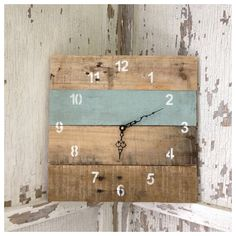 Reclaimed Pallet Wood Wall Clock by Field Treasure Designs - contemporary - clocks - Etsy Pallet Crafts, Diy Pallet Projects, Wood Projects, Pallet Ideas, Pallet Clock, Pallet Art, Pallet Wood, Small Pallet, Unique Wall Clocks