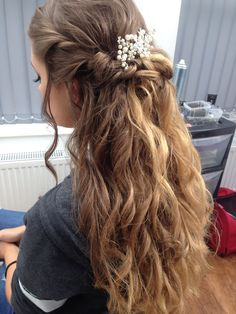 Side view of prom hair