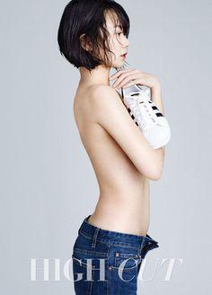 女優ペ・ドゥナ、上半身ヌードで画報撮影…白い肌+くびれたウエスト-韓国俳優、韓国女優