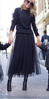 Black chiffon skirt and T-shirt. 2019 Black chiffon skirt and T-shirt. The post Black chiffon skirt and T-shirt. 2019 appeared first on Chiffon Diy. Best Casual Outfits, Preppy Outfits, Fall Outfits, Black Outfits, Black Women Fashion, Look Fashion, Womens Fashion, Fashion Trends, Fall Fashion