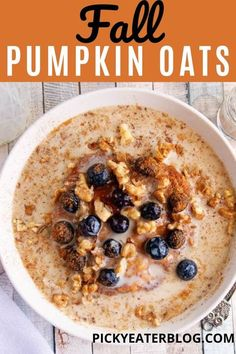 This Easy Pumpkin Spice Oatmeal is a delicious and healthy breakfast that can be made on the stove top or in the microwave. Ready in under 20 minutes, kid-friendly, easily made vegan or gluten-free — the perfect start to a fall day! Pumpkin Pie Oatmeal, Easy Pumpkin Pie, Pumpkin Spice, Cinnamon Spice, Brunch Recipes, Fall Recipes, Breakfast Recipes, Breakfast Time, Breakfast Ideas
