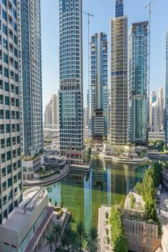 Located in Dubai, 10 miles from Burj Khalifa, GuestReady - Icon Tower has a living room with a TV. Guests benefit from a balcony and an outdoor pool. Dubai Airport, Dubai Hotel, Beautiful Hotels, Lake View, Minimalist Home, Hair Dryer, Outdoor Pool, Dining Area, San Francisco Skyline