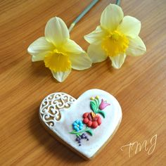 Gingerbread heart decorated with kalocsai by TMJcreative