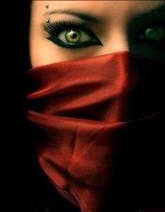 Elegant Eyebrow Piercing ~ http://tattooeve.com/cool-eyebrow-piercing/ Piercing