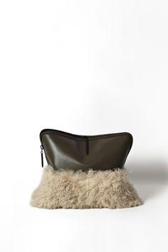 Bag, half leather/half shearling   | 「3.1 フィリップ リム」のポップアップショップが表参道ヒルズにオープン。