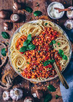 Lentil bolognese with spaghetti (vegan, easy) - Bianca Zap .- Lentil bolognese with spaghetti (vegan, easy) - Veggie Recipes, Appetizer Recipes, New Recipes, Vegetarian Recipes, Cooking Recipes, Healthy Recipes, Vegan Lentil Recipes, Tuna Recipes, Cooking Games