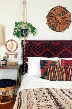 Boho Chic Interiors – Bohemian home decor – Boho interior design – Bohemian interior … Bohemian Bedrooms, Ethnic Bedroom, Earthy Bedroom, Bohemian Headboard, Tapestry Headboard, Bohemian Apartment, Wicker Headboard, Boho Tapestry, Boho Curtains