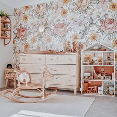 Miss that beautiful room and can't wait to see Ambre playing with {destroying} her new oh-so-cool dollhouse . I have to start thinking… Baby Decor, Nursery Decor, Room Decor, Floral Nursery, Home Bedroom, Girls Bedroom, Bedrooms, Estilo Boho, Little Girl Rooms