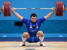 O ucraniano Oleksiy Torokhtiy sagrou-se campeão da categoria até 105 kg do levantamento de peso em final com resultado apertado. Com 412 kg levantados, divididos em 185 kg no arranco e 227 kg no arremesso, Torokhtiy ficou à frente do iraniano Navab Nasirshelal por apenas 1 kg, diferença conquistada no arranco  Foto: Getty Images