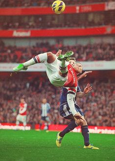 Alex Chamberlain - Arsenal FC - have you captured an amazing action sports shot? Why not let us print, mount and frame it for you. Arsenal Fc, Arsenal Soccer, Arsenal Shirt, Football Is Life, Football Soccer, Soccer Pro, Soccer Shoes, Bicycle Kick, Cheer Stunts