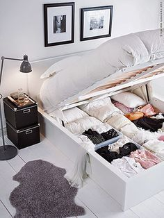 Use these bedroom storage hacks to organize your sleeping space. With these space-saving bedroom storage ideas, you'll free up precious floor space while giving all of your clothes, shoes, and toys a designated spot. Small Bedroom Designs, Small Room Design, Bedroom Small, Tiny Bedroom Storage, Storage Room, Tiny House Storage, Trendy Bedroom, Bedding Storage, Extra Bedroom