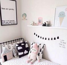 Le noir et le rose forment un beau duo en décoration, surtout dans une chambre de fille. Conseils pour une chambre de fille noire et rose !