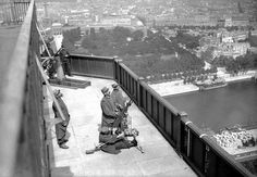 French soldiers manning machine guns as anti aircraft weapons on the Eiffel Tower, Paris 1916