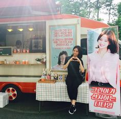 """Girl's Day's Hyeri Receives A Wave Of Gifts From Fans On The Set Of """"Entertainer"""""""