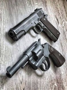 The revolver used half-moon clips to hold the automatic rounds in the cylinder. Revolver Pistol, 1911 Pistol, Colt 1911, Custom Revolver, Custom Guns, Ww2 Weapons, Zombie Weapons, Gun Vault, Military Guns