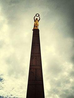 http://www.eyeem.com/p/40909740 #luxembourg #statue #gold