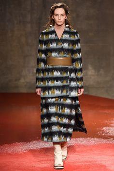 Marni Fall 2015 Ready-to-Wear Fashion Show - Vivien Solari