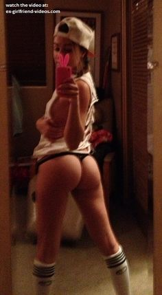 Sexy booty babe selfshot (NSFW)
