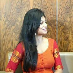 South Indian Actress Photo, Indian Actress Photos, Indian Actresses, Stylish Girls Photos, Girl Photos, Kiara Advani Hot, Hande Ercel, Tamil Actress, Indian Beauty Saree