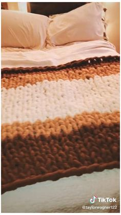 Diy Crafts Hacks, Diy Crafts For Gifts, Cute Crafts, Fall Crafts, Diys, Hand Knit Blanket, Chunky Blanket, Knitted Blankets, Baby Blankets