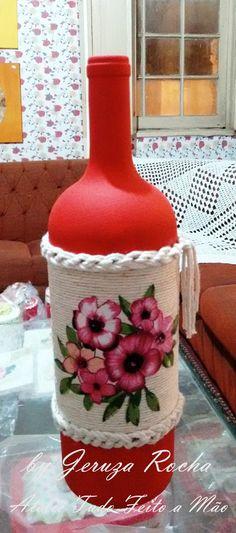 PEÇAS ÚNICAS  Linda garrafa decorativa pintada manualmente. Ideal para decorar salas, móveis como estantes, raques, mesas, balcões de cozinha, etc...    Nossas peças são devidamente embaladas para prevenir danificações indesejáveis. A entrega é feita via Correio com prazo determinado pelo mesmo. ...