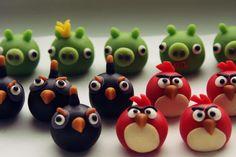 Marsipan angry birds Danish Food, Fondant Figures, Diy Cake, Angry Birds, Dessert Recipes, Desserts, Diy Christmas, Fudge, Ideas Para