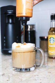Coffee Recipes with the Nespresso Espresso Machine - Demi Joie - - Classic Vanilla Latte. Barista Recipe, Cappuccino Recipe, Iced Cappuccino, Coffee And Espresso Maker, Cappuccino Machine, Coffee Latte, Double Espresso, Hot Coffee, Eat Healthy
