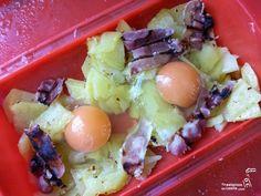 Huevos rotos con bacon y patatas - Yaestamosencasita.com