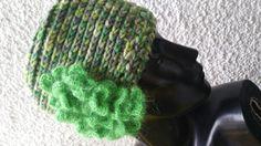 Berretto di lana con fiori di mohair Lana, Gloves, Fashion, Tricot, Moda, Fashion Styles, Fashion Illustrations