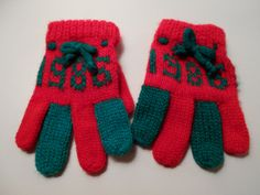 1986 Red & Green Glove Ornament, Christmas Gloves Ornament, Knitted Glove Ornament by PiccoloPattys on Etsy