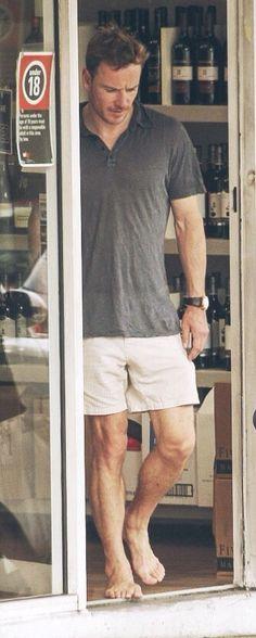 Michael Fassbender ...mmm WHAT LEGS!!! SEXYS! <3 TE AMO <3