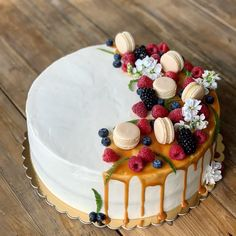 Birth Cakes, Macaroon Cake, Cake Recipes, Dessert Recipes, Galaxy Cake, Birthday Cake Decorating, Dessert Decoration, Just Cakes, Specialty Cakes