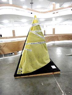 Montagem: escultura Amilcar de Castro (IAC) chegando à Fundação Bienal de São Paulo.  #30xBIENAL - de 21 de setembro a 8 de dezembro de 2013 - ENTRADA GRATUITA.
