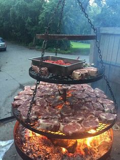 This makes me hungry for bbq! - This makes me hungry for bbq! Fire Pit Grill, Fire Pit Backyard, Backyard Patio, Backyard Landscaping, Fire Pits, Fire Pit Cooking Grill, Open Fire Cooking, Modern Backyard, Backyard Ideas