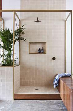 Half wall with planter to break up shower/tub #InteriorDesignPlants