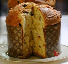 Varomeando: Panettone con chocolate y naranja I like the soft, eggy part you can feel when you're tearing it away from the other piece of the toast. Italian Christmas Bread, Panettone Cake, Christmas Deserts, Pan Bread, Holiday Cakes, Sweet Treats, Bakery, Dessert Recipes, Yummy Food
